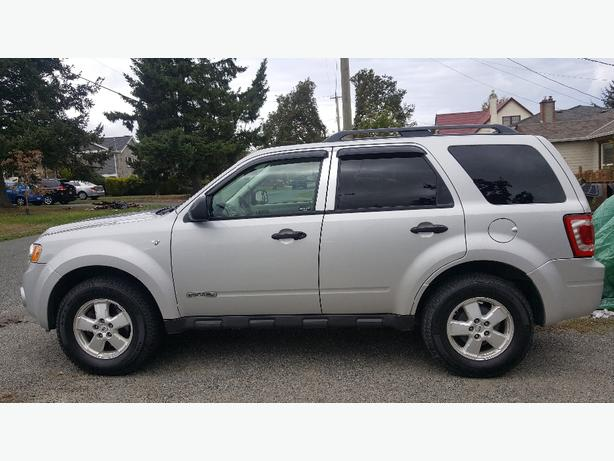 2008 Ford Escape XLT 4X4 (98000kms) Excellent condition
