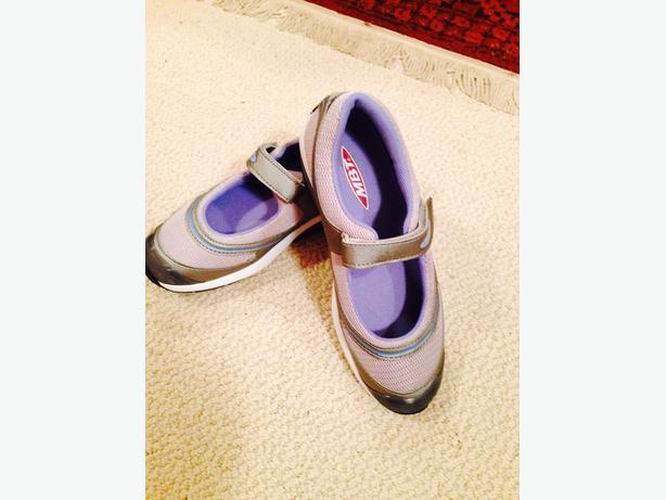 MBT Women's Baridi Shoes  7.5 M