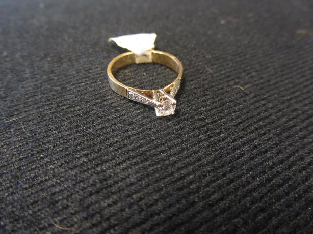 White Gold Setting Diamond Ring