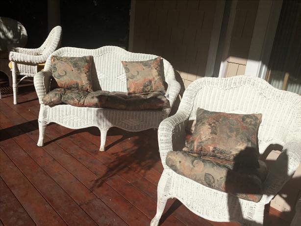 White rattan garden suite