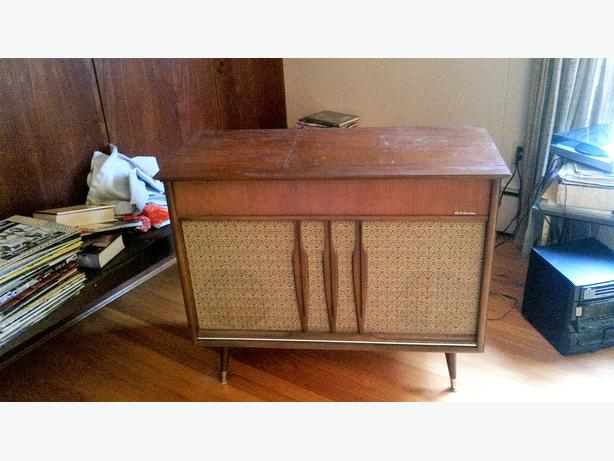 50's Console ....  Give away Pending