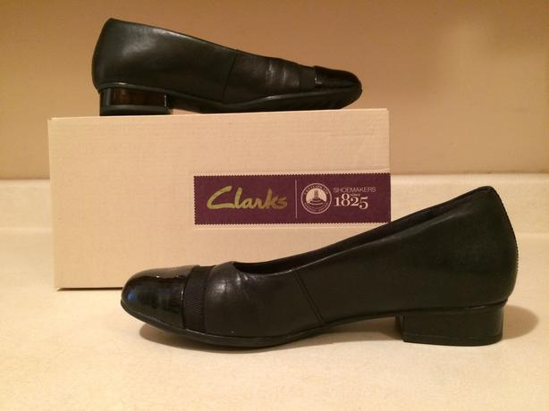 Clarks leather ballet flats