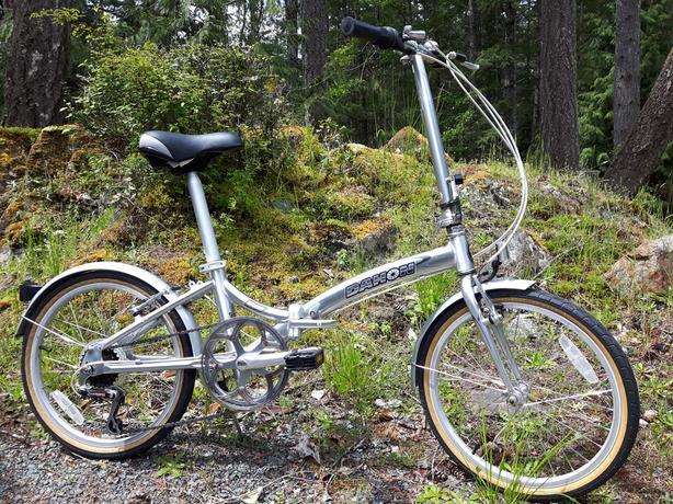"Dahon Roo D6 aluminum folding bike, 20"" wheels, 6 speed Shimano"