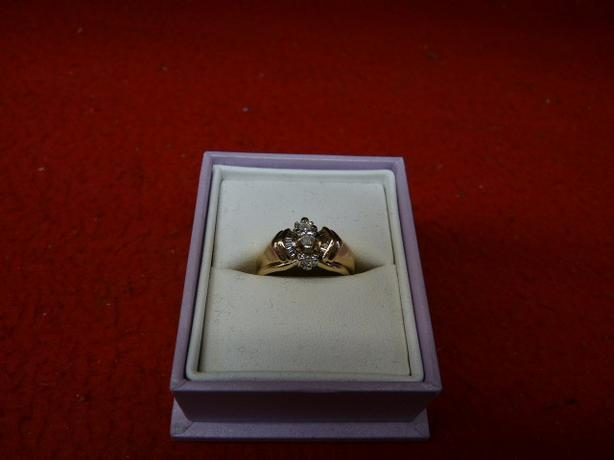 Ladies 14K yellow gold ring with a 0.25ct marquise diamond