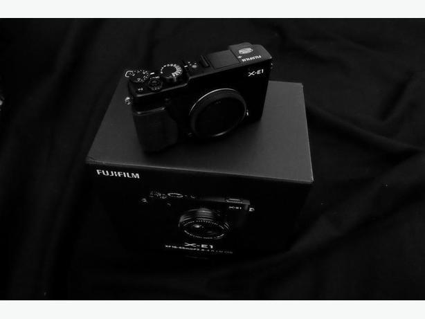 Fujifilm Fuji XE-1 Body Black with tan half case