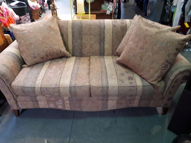 Comfy patterned couch - medium size