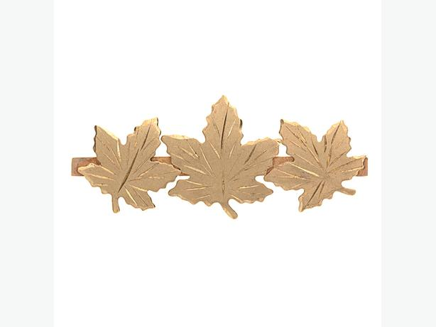 Lovely 10K Yellow Gold 36mm Brushed Finish 3 Maple Leaf Brooch - 2.80 g(7007-13)