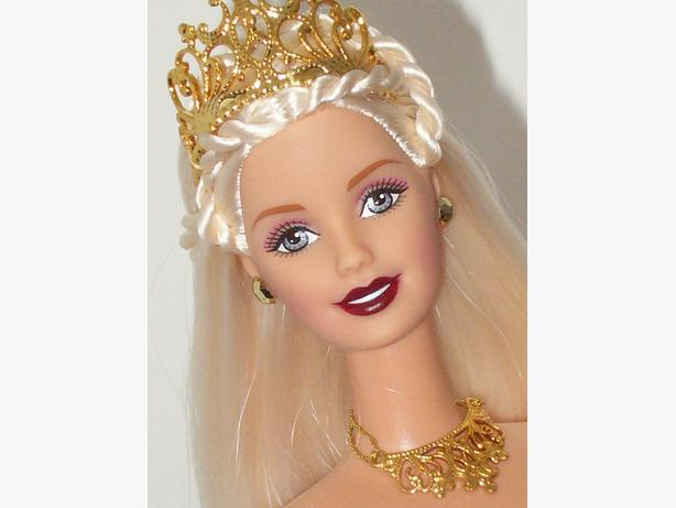 Celebration Barbie 2000 edition Gold Gown - New in box