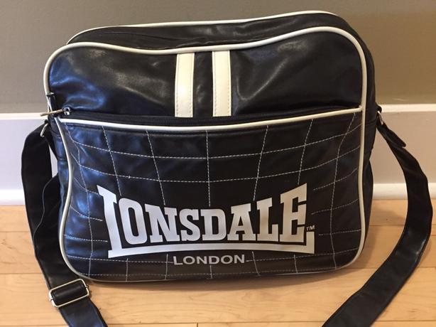 6eb3df293b95 Lonsdale London retro messenger bag Victoria City