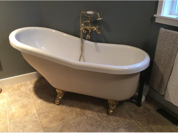 clawfoot bathtub . qualicum, nanaimo