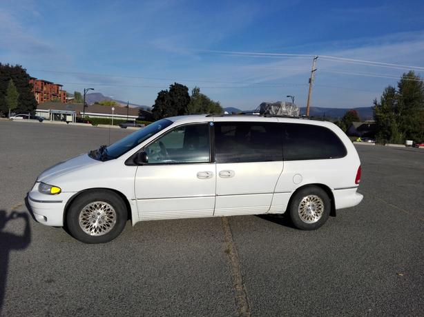camper Van Chrysler Town and Country