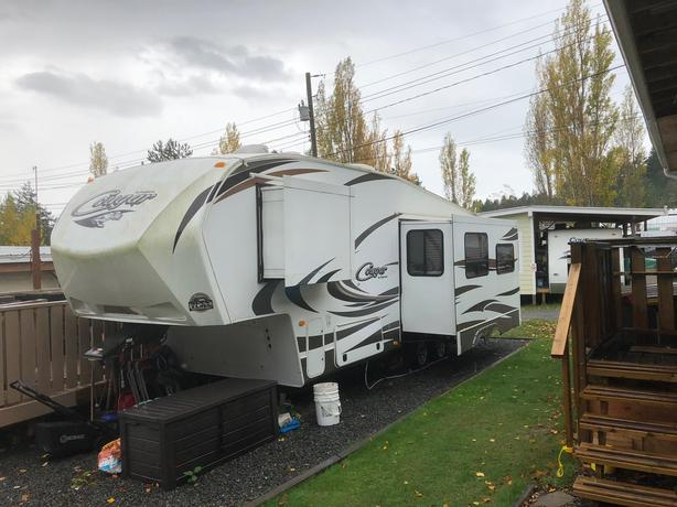 2014 Cougar fifth wheel (277RLSWE) *REDUCED PRICE*