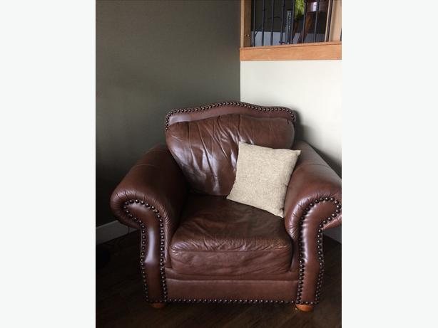 Deluxe Rustic Charm Traditional Premium Brown Leather Chair