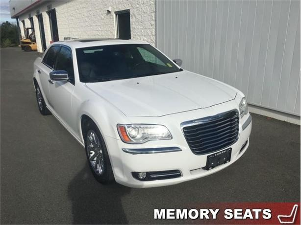 2012 Chrysler 300C Base   - Panoramic Sunroof - Garmin Navigation