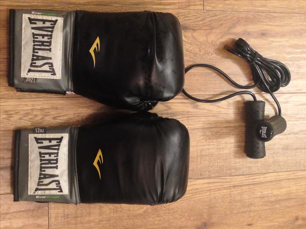 Everlast 120z boxing/sparring gloves and jumprope