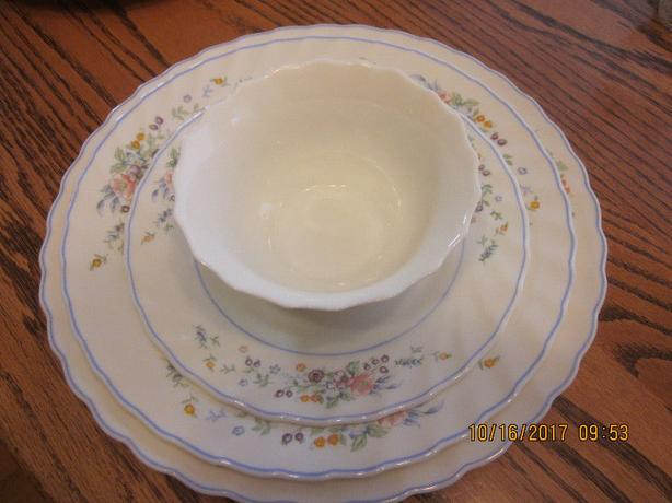 65 pc - 8 place dinner ware setting - Spring Flowers - OSOYOOS