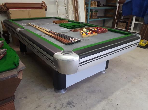 9ft Dufferin snooker table