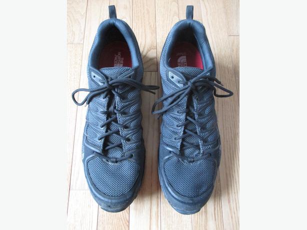 Men's Black North Face Runners