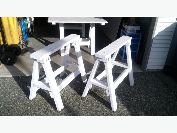 SAWHORSES WITH TABLE TOP