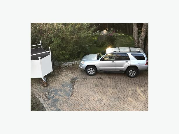 Toyota 4Runner Sport 4WD, V6, 2005, Silver with Stone interior,  132,360 Km