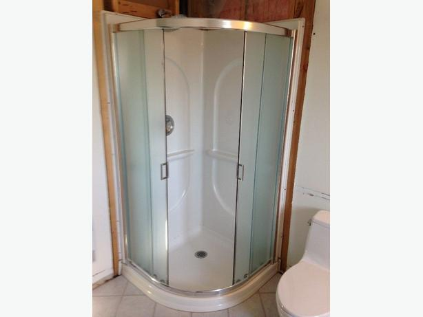 NEO-ROUND SHOWER EXCELLENT CONDITION MAAX 36X36