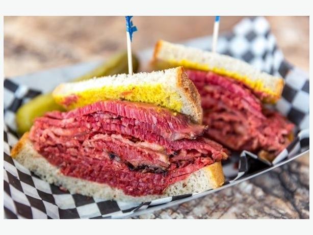 RKAR-0006 Fastest growing Smoked meat franchise in Quebec FOR SALE