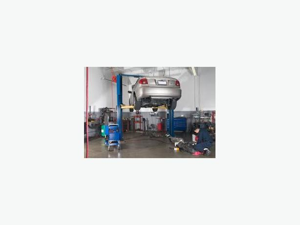 OK-0087 REDUCED PRICE- Tires and Mechanic Shop - north of Laval