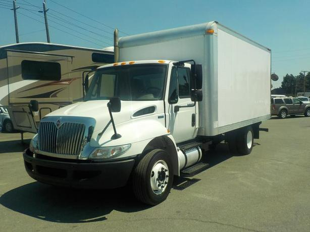 2011 International 4300 Durastar 16 Foot Cube Van Dually Diesel