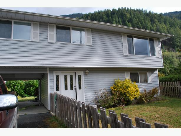 Well maintained 1970 family house in Tahsis, BC.