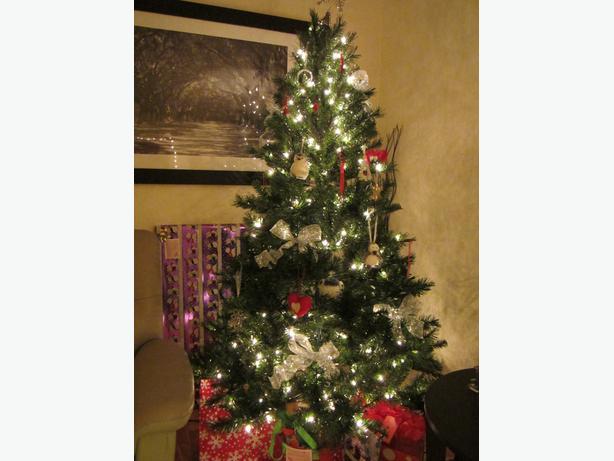 NOMA PRE-LIT CHRISTMAS TREE - NOMA PRE-LIT CHRISTMAS TREE Victoria City, Victoria