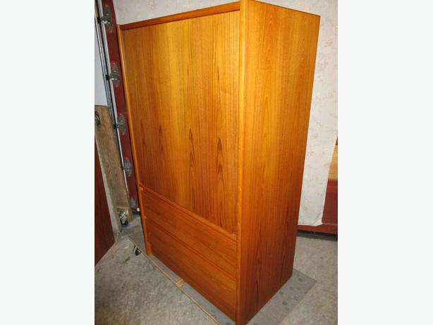 MID CENTURY TEAK ENTERTAINMENT CABINET FROM ESTATE