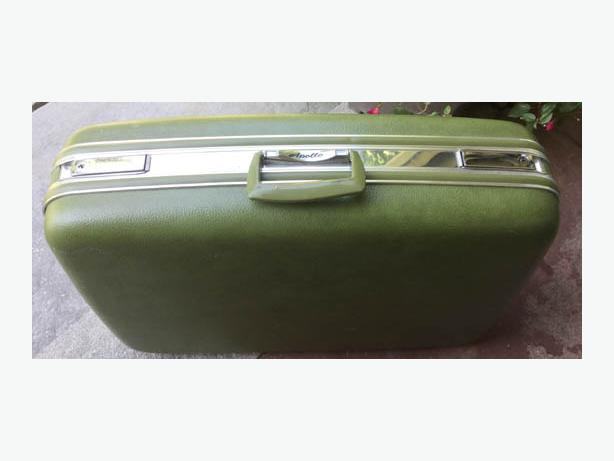 "Hard Shell Green Suitcase ""Apollo"""