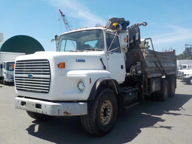 1995 Ford L9000 Dually Diesel Dump Truck w/ Air Brakes and HIAB 160 Crane