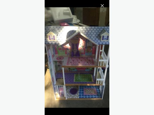 Large Barbie Doll House Central Saanich Victoria