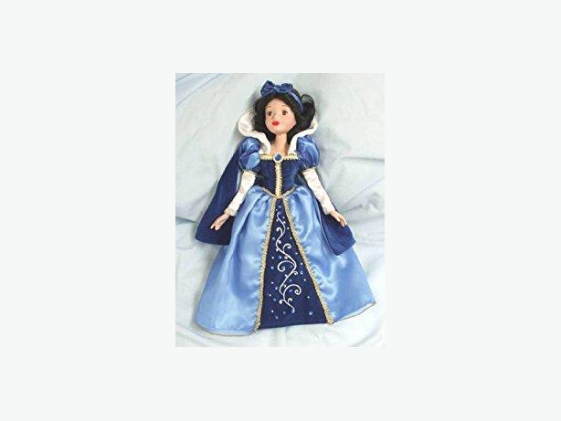 beautiful Snow White doll with stand