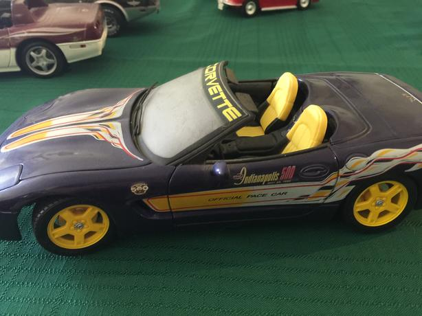 Collection of 1:18 diecast Corvettes