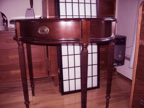 Bombay Company accent table