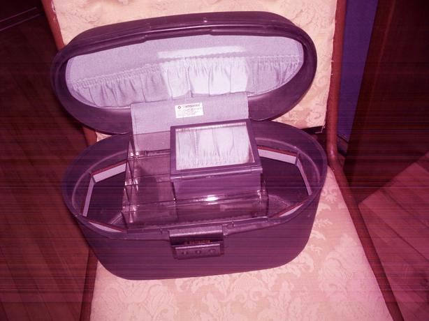 Samsonite Oyster hard shell makeup case
