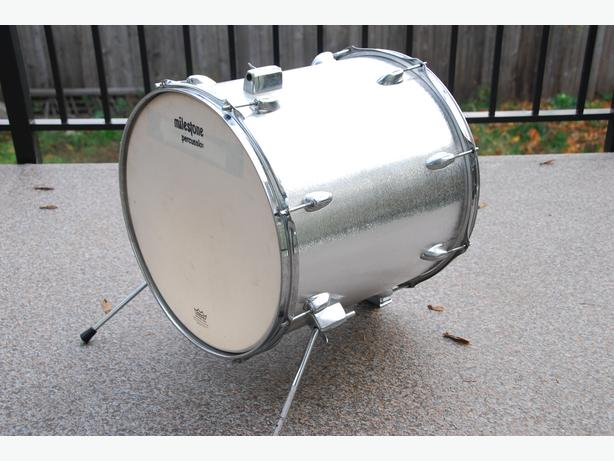 16 bass drum floor tom conversion central nanaimo nanaimo. Black Bedroom Furniture Sets. Home Design Ideas