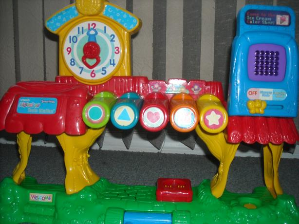 VTECH ALPHABET TRAIN STATION-MUSICAL SMARTVILLE LEARNING TOY TRACK