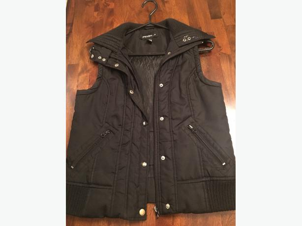 Women's black vest, size medium