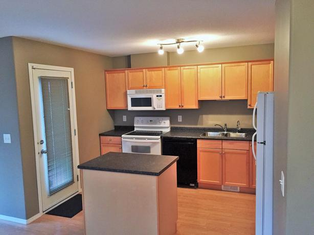 REDUCED! 2944 Cranbourn Cres. - Stunning East 2BR Townhouse