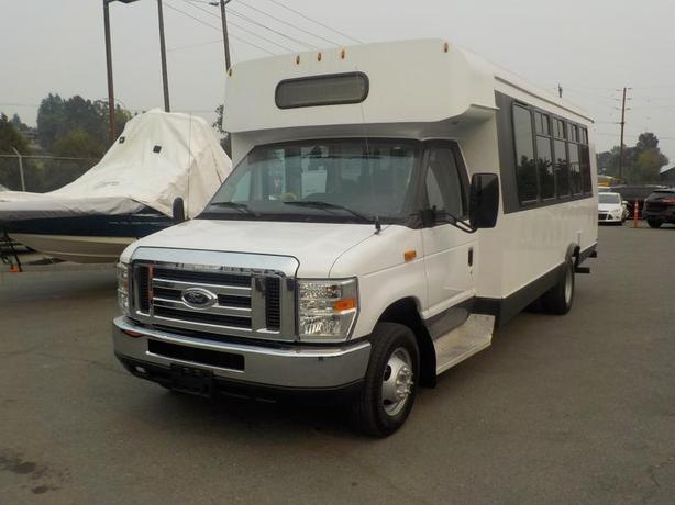 2009 Ford Econoline E-450 Diesel 20 Passenger Bus w/ Wheelchair Lift