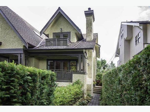 Lovely Furnished 2 Bedroom 3 Bathroom Townhouse in Kitsilano #801