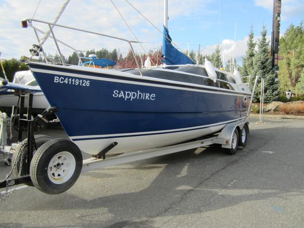 2009 26' Macgregor 26M Powersailer with trailer - Thunderbird Yacht Sales