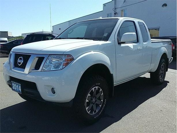 2014 Nissan Frontier PRO-4X King Cab 6 speed manual ! LOW KMS ! 4x4