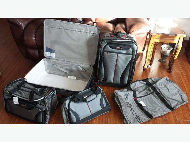 New in box 5 piece Samsonite luggage set