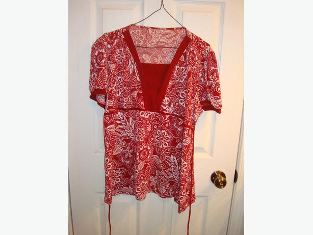 Like New Maternity Top Short Sleeve Red Pattern Size S_M - $15