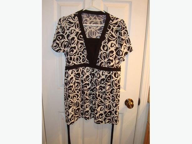 Like New Maternity Top Short Sleeve White Black Circles Size S_M - $18