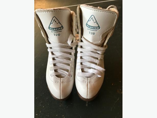girls skate Glacier brand
